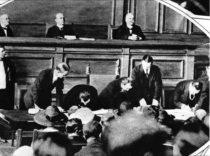 Mudanya Konferansı, başladı.Mütareke,11 Ekim 1922'de imzalandı. tarihte bugün