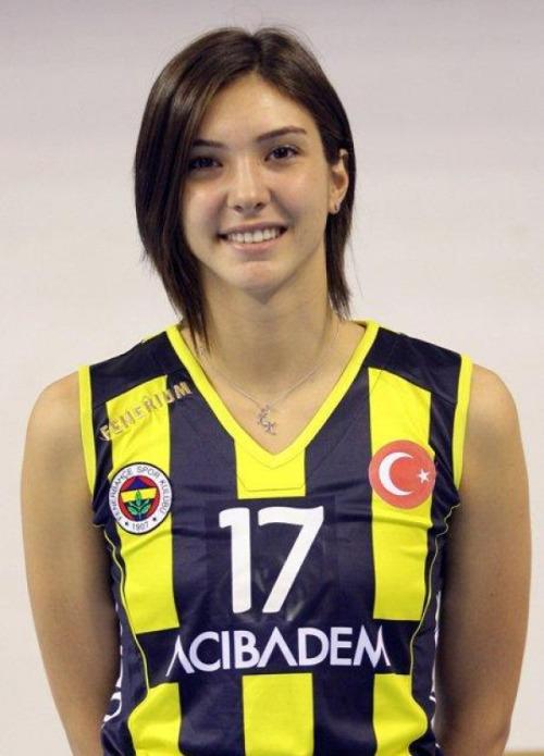 Naz Aydemir, sporcu, voleybolcu