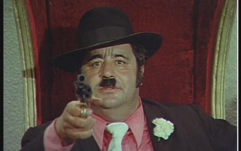 Sinema oyuncusu Necdet Tosun. Komedi filmlerindeki sevimli şişman rolleriyle tanınan Necdet Tosun 300'den fazla filmde rol almıştı. tarihte bugün