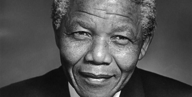Güney Afrika'nın siyah lideri Nelson Mandela. tarihte bugün