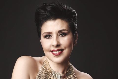 Nilüfer, pop şarkıcısı
