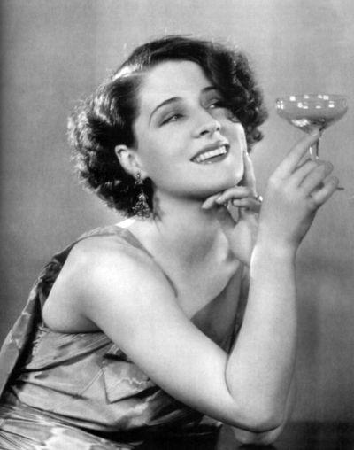 Norma Shearer, Kanadalı oyuncu (DY-1902) tarihte bugün