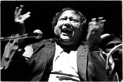 Nusrat Fateh Ali Khan, Pakistanlı müzisyen (DY-1948) tarihte bugün