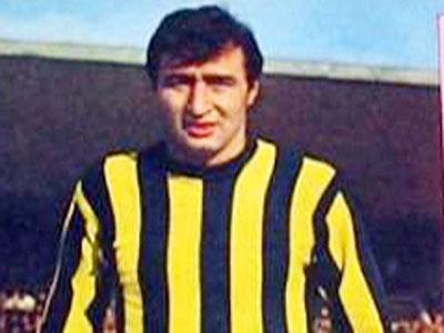 Ogün Altıparmak,  eski milli futbolcu, spor yazarı tarihte bugün