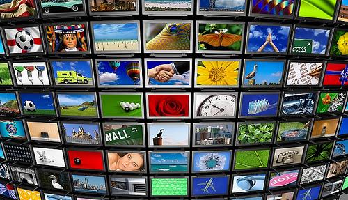 Kanun Hükmünde Kararname Resmi Gazete'de yayımlandı. İçlerinde Zaman,Taraf Gazetesi, Samanyolu TV, Cihan Haber Ajansı'nın da olduğu 3 haber ajansı, 16 televizyon, 23 radyo, 45 gazete, 15 dergi ile 29 yayınevi ve dağıtım kanalı kapatıldı. tarihte bugün