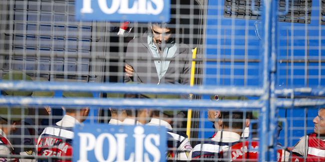FETÖ 15 Temmuz  darbe teşebbüsünde Cumhurbaşkanı Erdoğan'a yönelik suikast girişimi ve iki polisin şehit edildiği saldırıya ilişkin, 2'si firari, 43'ü tutuklu 47 sanığın  yargılandığı davada karar çıktı. 34 sanık hakkında 4 kez ağırlaştırılmış müebbet hapis cezası verildi. tarihte bugün