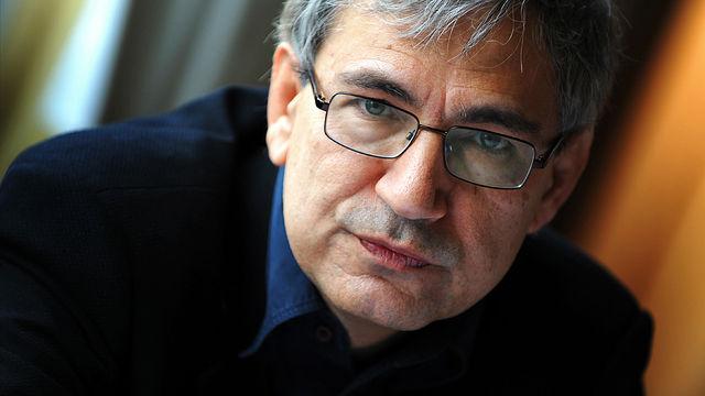Orhan Pamuk, Nobel Edebiyat Ödülü alan yazarımız tarihte bugün