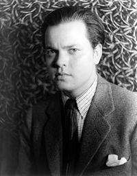 Amerikalı aktör ve film yönetmeni Orson Welles. tarihte bugün