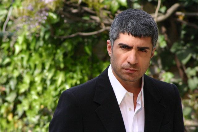 Özcan Deniz,  şarkıcı, oyuncu. tarihte bugün