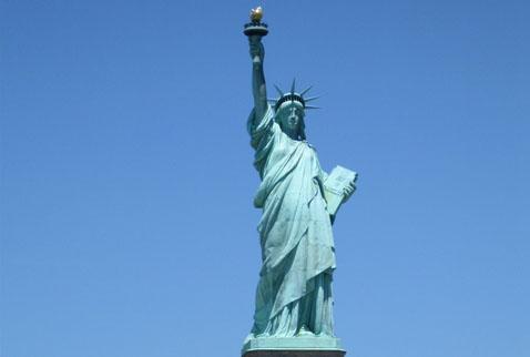 Fransızların hediyesi Özgürlük Heykeli, New Yorka dikildi. tarihte bugün
