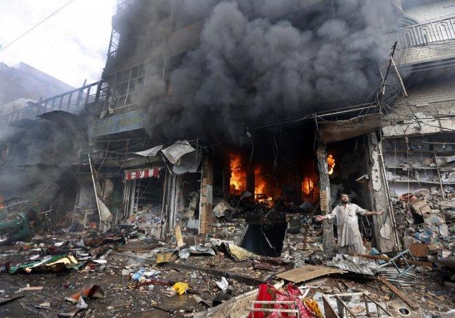 Pakistan Peşaver kentinde bir pazar yerinde araca yerleştirilen bomba patladı. 105 ölü, 200den fazla kişi yaralı. tarihte bugün