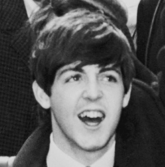 Beatles müzik topluluğunun kurucularından besteci ve müzisyen Paul McCartney. tarihte bugün