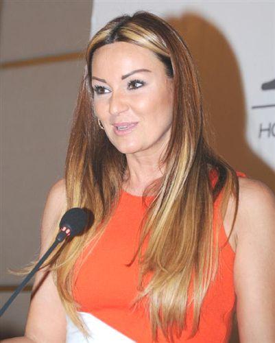 Pınar Altuğ, dizi film oyuncusu, eski model tarihte bugün