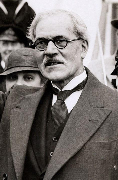 Ramsay MacDonald, Britanyalı siyasetçi. Birleşik Krallık başbakanı (ÖY-1937) tarihte bugün