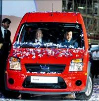 Ford Otosan Kocaeli'nde üretilen Ford Transit Connect'lerin Amerikaya ihracaına başladı başladı.Bu,Türkiye'den otomotivin ana pazarına ihraç edilen ilk Türk üretimi araç olarak tarihe geçti . tarihte bugün