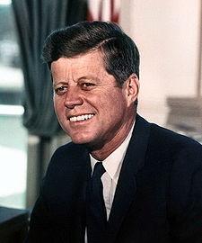 35. ABD Cumhurbaşkanı John Fitzgerald Kennedy. Suikastta öldürülen dördüncü ABD Başkanı olan Kennedy Pulitzer Ödülünü kazanan ilk kişiydi. tarihte bugün