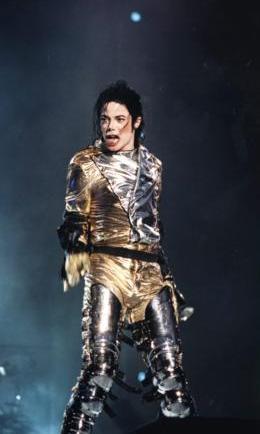 """Michael Joseph Jackson Popun Kralı"""" olarak tanınan Afro-Amerikalı şarkıcı, müzisyen, besteci, söz yazarı ve pop yıldızı. tarihte bugün"""