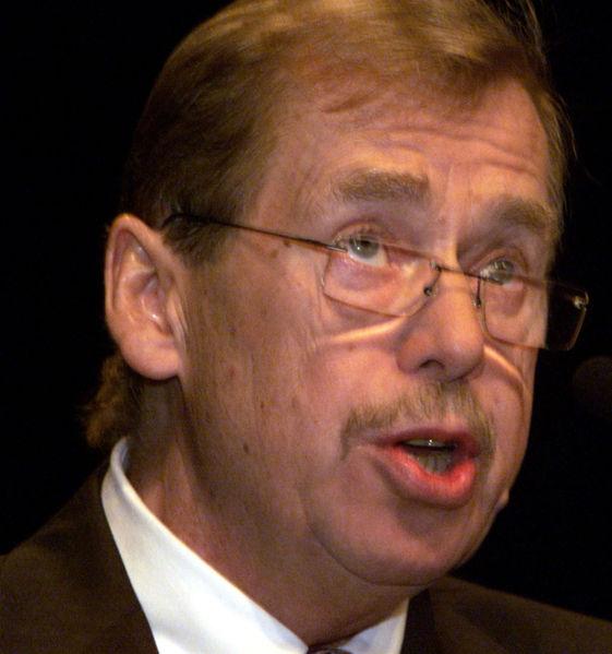 Çekoslovakya'da, 4 aydır hapiste olan yazar Vaclav Havel serbest bırakıldı. tarihte bugün