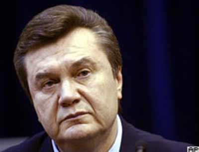Ukrayna yapılan parlamento seçimlerinde yarışan Moskova yanlısı Bölgeler Partisi'nin lideri Viktor Yanukoviç, seçimlerin galibi olduklarını açıkladı tarihte bugün