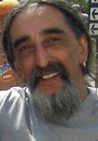 Barış Manço'nun unutulmaz grubu Kurtalan Ekspres'in gitaristi Bahadır Akkuzu, kalp krizi geçirerek yaşamını yitirdi. tarihte bugün