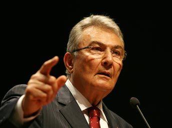 CHP Genel Başkanı Deniz Baykal, cumhurbaşkanının mutlaka tarafsız bir isim olması gerektiğini belirterek bir takım açıklamalarda bulundu. tarihte bugün