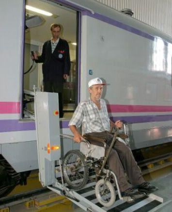TCDD tarafından özel olarak dizayn edilen ''Engelli Vagonu'', Ankara Ekspresi ile ilk seferine çıktı. tarihte bugün