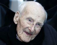 Dünyanın en yaşlı adamı Henry Allingham, 113 yaşında hayatını kaybetti. tarihte bugün