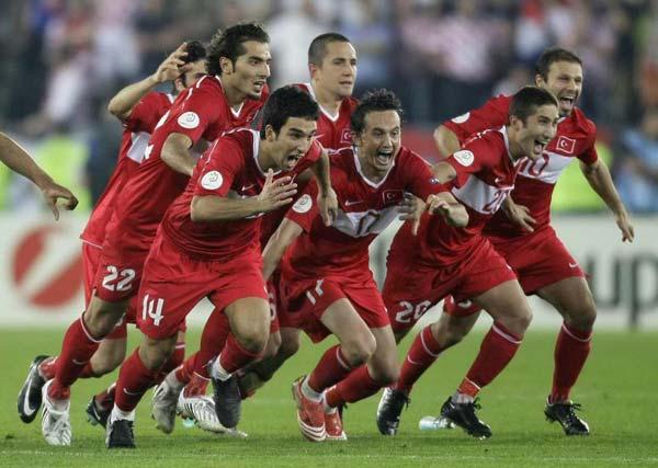 Türk Milli Takımı EURO 2008 çeyrek final mücadelesinde rakibimiz Hırvatistanı Happel Stadyumu'nda 21 Haziran 2008, 21.45'te başlayan maçta penaltılarla mağlup ederek adını yarı finale yazdırarak,tarih yazdı. tarihte bugün