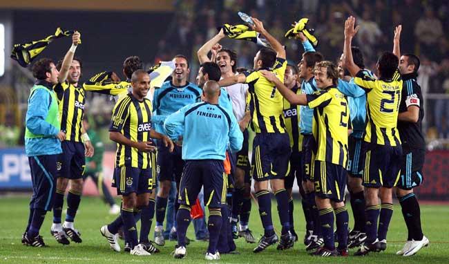 Fenerbahçe ile Galatasaray sezonun ilk derbisinde karşı karşıya geldi. Fenerbahçe:4 Galatasaray:1 tarihte bugün