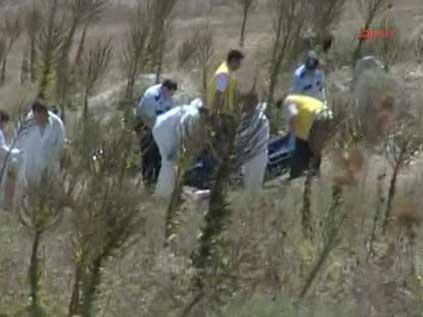 İstanbul Küçükçekmece İlçesi'ne bağlı Kayabaşı Köyü yakınlarında göl kıyısında araziye atılan 13 ceset bulundu. Ölen kişilerin Pakistanlı kaçaklar olduğu belirlendi. tarihte bugün