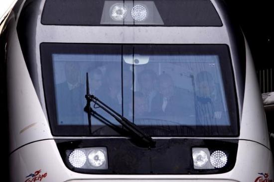 Ankara ile Eskişehir arasında hizmet verecek yüksek hızlı tren, seferlerine başladı. Erdoğan'ın kullandığı tren, 250 km hıza ulaştı. tarihte bugün