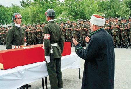 TÜRK Silahlı Kuvvetleri'nin, geçen hafta PKK'nın Kuzey Irak'taki en büyük kampı olan Kandil'e yaptığı operasyonda ağır darbe yiyen bölücü teröristler akşam saatlerinde Hakkari'nin Şemdinli İlçesi'nde sınır karakoluna saldırdı. Kalabalık terörist grubu püskürtülürken çıkan çatışmada 19 PKK'lı öldü, 6 asker şehit oldu. tarihte bugün