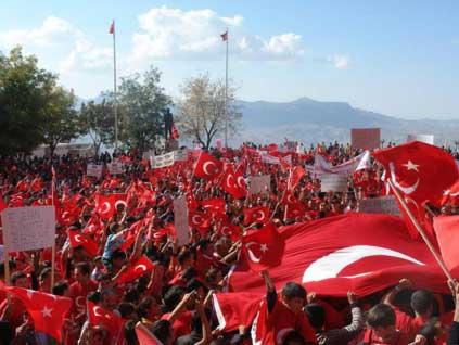 Şırnak'ta terör örgütü PKK'ya karşı düzenlenen yürüyüşe yaklaşık 20 bin kişi katıldı. tarihte bugün