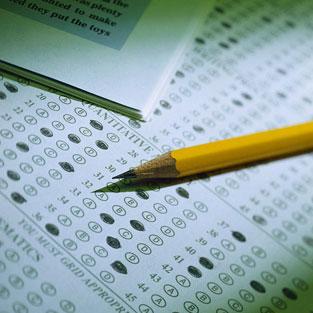 ÖSYM Başkanı Ünal Yarımağan, Öğrenci Seçme Sınavı (ÖSS) ve Yabancı Dil Sınavı (YDS) sonuçlarını açıkladı. Sınavı geçerli sayılan adayların 1 milyon 405 bin 307'si (yüzde 93.40) tercih yapma hakkını elde etti. Tercih yapma hakkını elde edemeyen aday sayısı ise, 99 bin 226 (yüzde 6,60) oldu. tarihte bugün