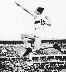 Ruhi Sarıalp,  atlet, Olimpiyatlarda Üç adım atlama dalında Bronz madalya sahibi (ÖY-2001) tarihte bugün