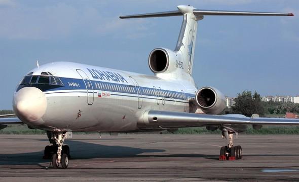Rus askeri üssüne gitmesi planlanan uçak Soçi'den kalktıktan kısa bir süre sonra düştü. Uçakta 8'i mürettebat 92 kişi vardı tarihte bugün