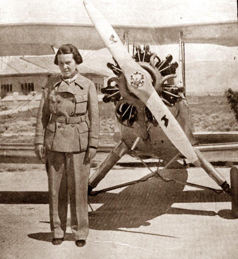 Sabiha Gökçen, Türkiye ilk kadın savaş pilotu (DY-1913) tarihte bugün