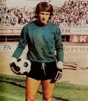 Sabri Dino, Türk milli takımı eski kalecisi, Boğaziçi Köprüsünden atlayarak intihar etti (DY-1942) tarihte bugün