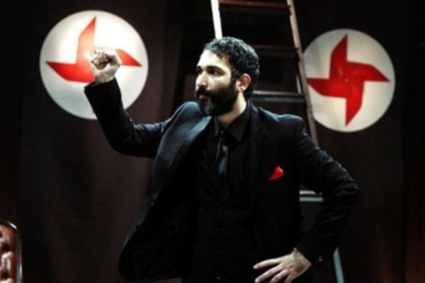 Barış Atay'ın oynadığı 'Sadece Diktatör' oyununun yasaklanması nedeniyle, ülke çapındaki tüm tiyatrolara metni okuma çağrısı yapıldı. Oyunun metni Türkiye'nin pek çok yerinde aynı anda okundu. tarihte bugün