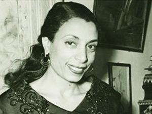 Safiye Ayla, ses sanatçısı (ÖY-1998) tarihte bugün
