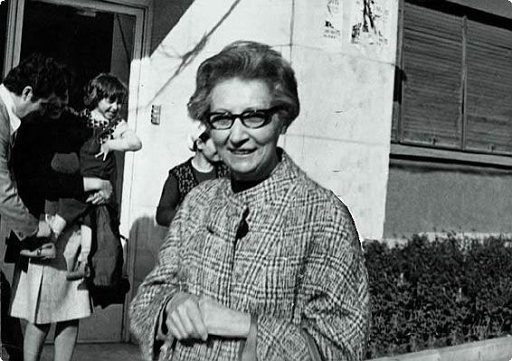 Samiha Ayverdi, yazar (ÖY-1993) tarihte bugün