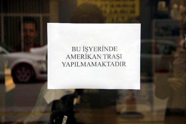 ABD ve Türkiye karşılıklı olarak vize başvurularını süresiz askıya almıştı. Samsun Berberler Odası tepki olarak Amerikan tıraş modelini yasakladı. tarihte bugün