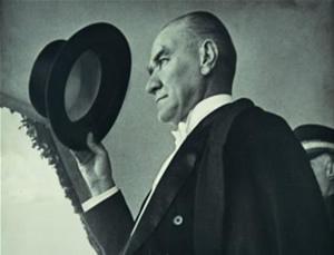 Şapka giyilmesi hakkındaki kanun çıktı. Kanun kabul edilirken, Rize'de şapka ve diğer inkılaplara karşı gösteriler yapıldı. Göstericilerden 8'i idama mahkûm edildi. tarihte bugün
