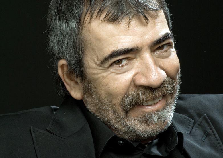 Selçuk Yöntem, tiyatro ve sinema oyuncusu.