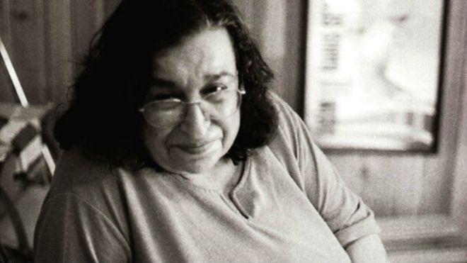 Şair ve yazar Sennur Sezer, İstanbul'daki evinde hayatını kaybetti tarihte bugün