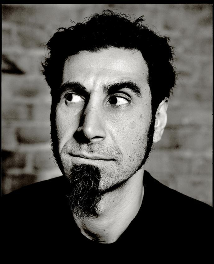 Serj Tankian, System of a Down grubu solisti, müzisyen tarihte bugün