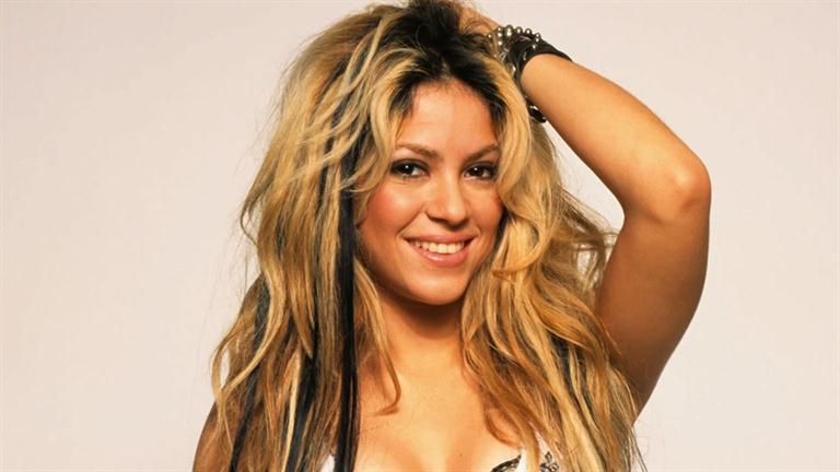 Shakira, Kolombiyalı şarkıcı tarihte bugün