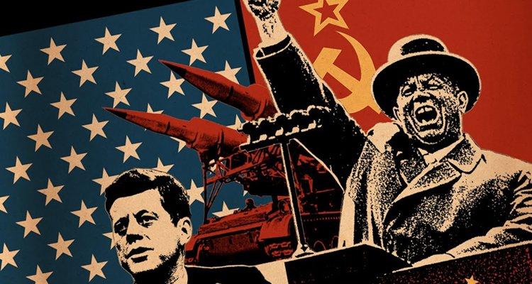 Amerika Birleşik devletleri Başkanı George Bush ve Sovyetler Birliği lideri Mihail Gorbaçov soğuk savaşın bittiğini ilan ettiler. tarihte bugün