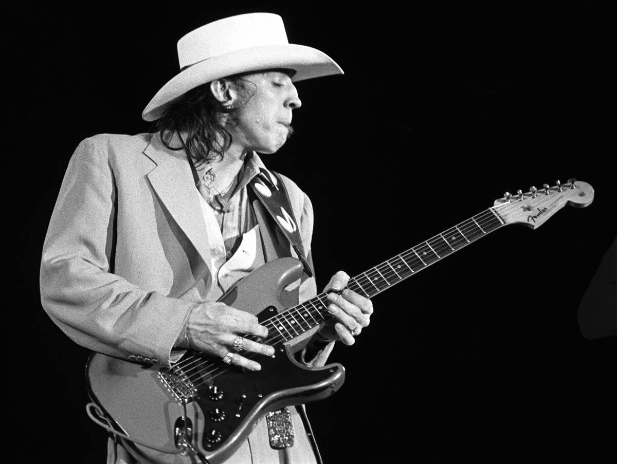 Stevie Ray Vaughan, gitarist (DY-1954) tarihte bugün