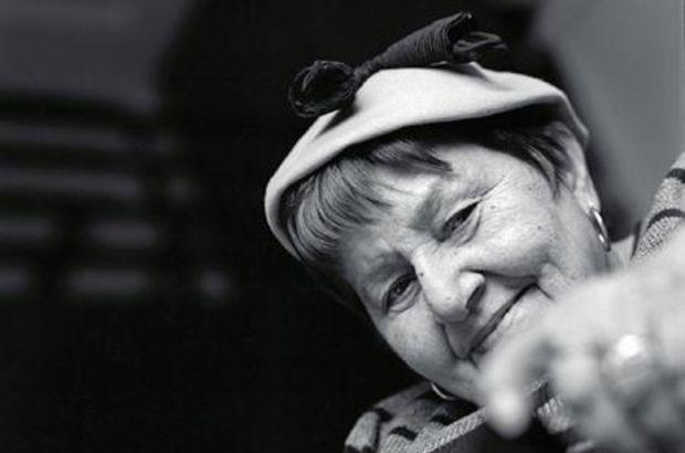 Geçen hafta perşembe akşamı evinde düşme sonucu kalça kemiğini kıran 75 yaşındaki ünlü tiyatro sanatçısı Suna Pekuysal bu sabah hayatını kaybetti. tarihte bugün
